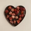 Kép 1/3 - Étcsokoládé szív eperrel szórva