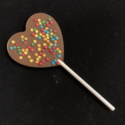 Tejcsokoládé nyalóka gabonagolyóval szív alakú